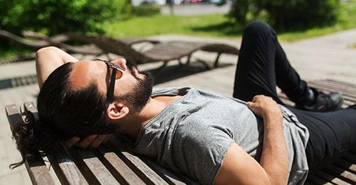 celibatisme-goseeyou-quebec-homme-relaxe