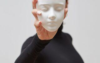 femme-masque-manipulatrice-goseeyou
